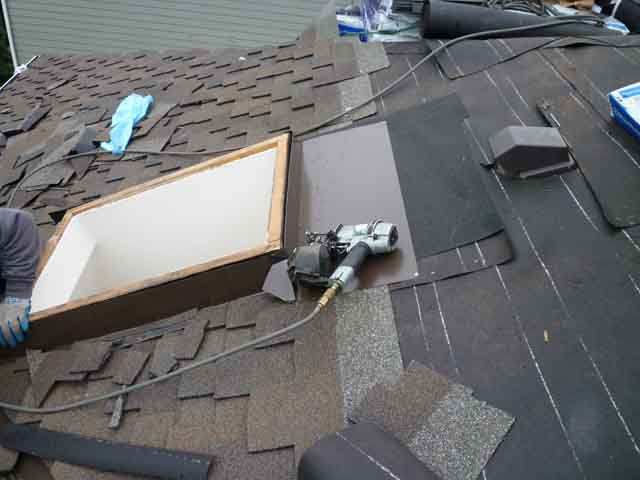 skylight flashing installation on roof